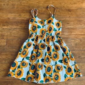 Cute summer dress in size. Small